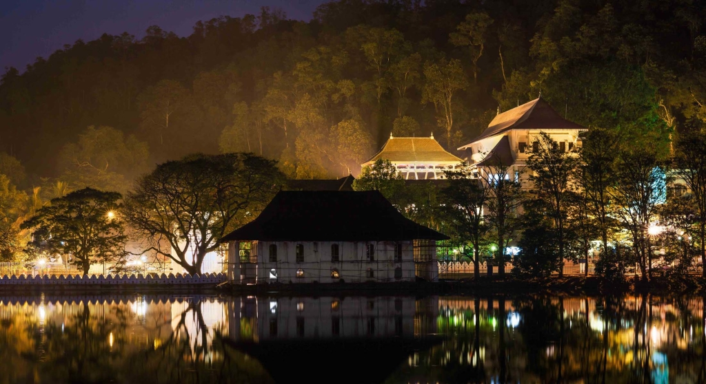 Temple-of-the-Tooth-Kandy-Sri-Lanka-tulip-holidays-srilanka-things-to-do-in-kandy
